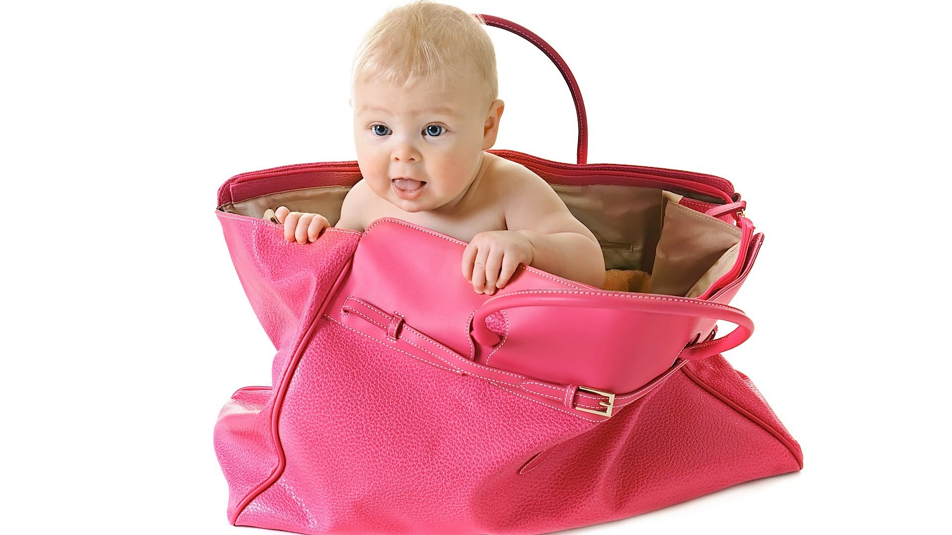 how to pack a hand bag when traveling with children